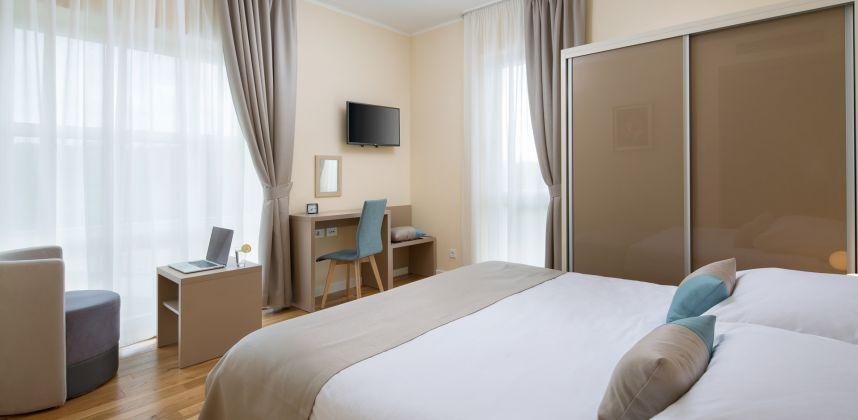 Comfort room 102